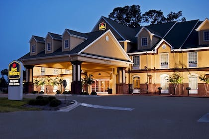 Hotel Front - Evening/Night | Best Western Plus Bradbury Inn & Suites