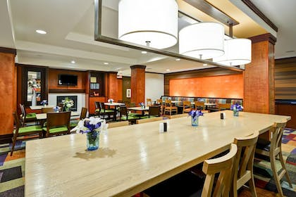 Restaurant | Fairfield Inn & Suites by Marriott Birmingham Fultondale/I65