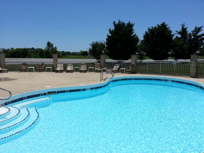 Outdoor Pool | Heritage Inn