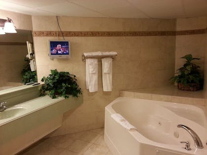 Jetted Tub | Heritage Inn