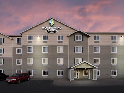 Hotel Front - Evening/Night   WoodSpring Suites Kansas City South