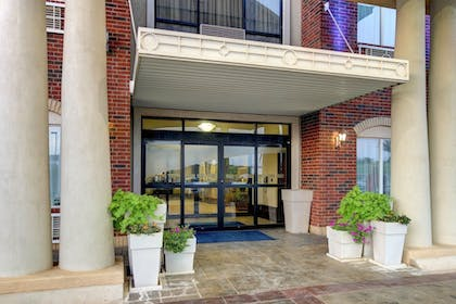 Hotel Entrance | Holiday Inn Express Hotel & Suites San Angelo