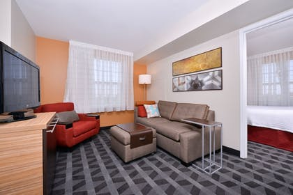 Living Area | TownePlace Suites by Marriott Ontario Airport