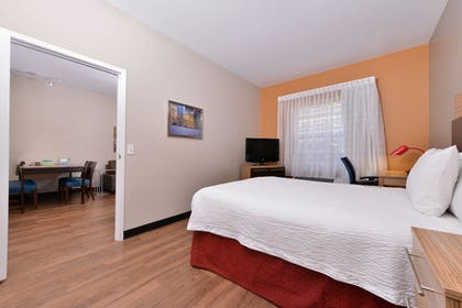 Guestroom | TownePlace Suites by Marriott Ontario Airport