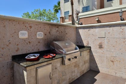 BBQ/Picnic Area | TownePlace Suites by Marriott Ontario Airport