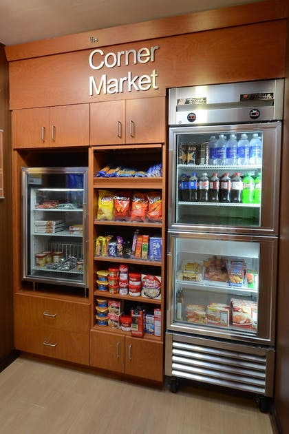 Snack Bar | Fairfield Inn & Suites by Marriott Roanoke Hollins/I-81