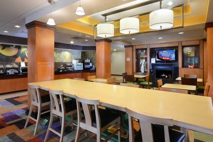 Restaurant | Fairfield Inn & Suites by Marriott Roanoke Hollins/I-81