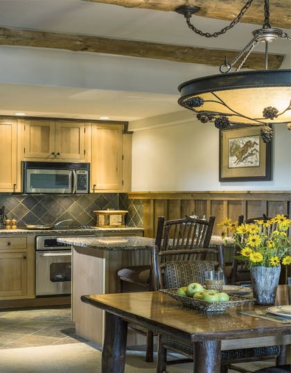 In-Room Dining | The Whiteface Lodge