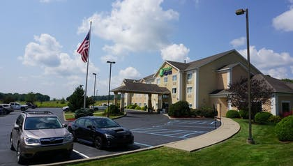 Exterior | Holiday Inn Express Hotel & Suites Gibson