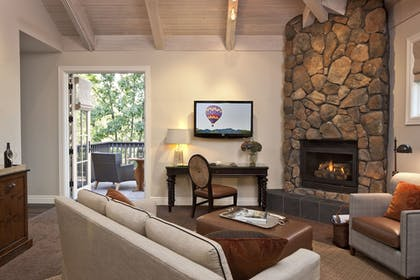 Living Area | Hotel Yountville