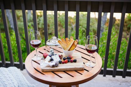 Room Service - Dining | Hotel Yountville
