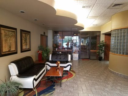 Interior Entrance   Apple Tree Inn and Suites