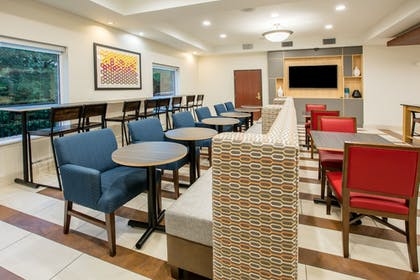 Restaurant | Holiday Inn Express Hotel & Suites Dallas-Grand Prairie I-20