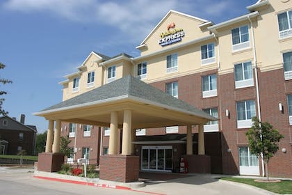 Hotel Front | Holiday Inn Express Hotel & Suites Dallas-Grand Prairie I-20