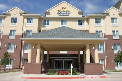 Hotel Entrance | Holiday Inn Express Hotel & Suites Dallas-Grand Prairie I-20