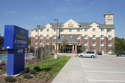 Parking | Holiday Inn Express Hotel & Suites Dallas-Grand Prairie I-20