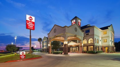 Exterior | Best Western Plus Victoria Inn & Suites