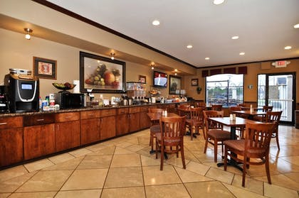 Breakfast Area | Best Western Plus Victoria Inn & Suites