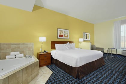 Room | Fairfield Inn & Suites by Marriott Fairfield Napa Valley