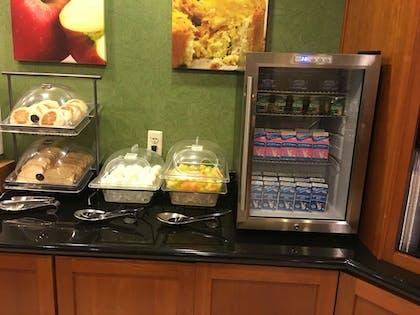 Breakfast buffet | Fairfield Inn & Suites by Marriott Fairfield Napa Valley