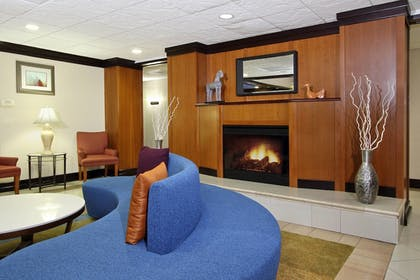 Lobby | Fairfield Inn & Suites by Marriott Fairfield Napa Valley