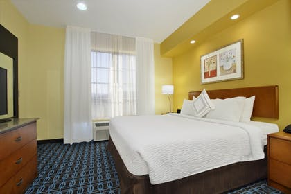 Guestroom | Fairfield Inn & Suites by Marriott Fairfield Napa Valley