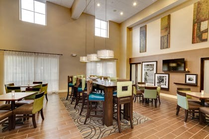 Lobby Sitting Area | Hampton Inn & Suites - Cape Coral/Fort Myers Area, FL