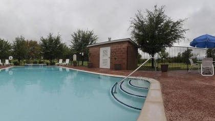 Outdoor Pool | Holiday Inn Express Hotel & Suites Decatur