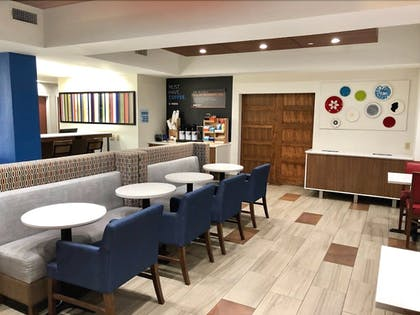 Breakfast Area | Holiday Inn Express Hotel & Suites Decatur