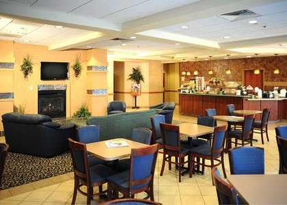 Dining | La Quinta Inn & Suites by Wyndham Springfield Airport Plaza