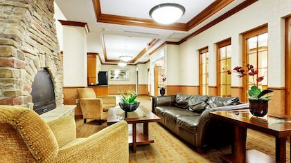 Restaurant | Holiday Inn Express Hotel & Suites Long Island-East End