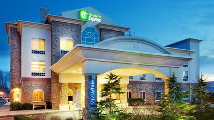 Exterior | Holiday Inn Express Hotel & Suites Long Island-East End