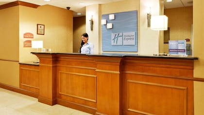 Lobby | Holiday Inn Express Hotel & Suites Long Island-East End