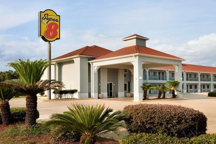 Featured Image | Super 8 by Wyndham Lake Charles Northeast