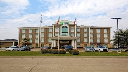 Featured Image | Holiday Inn Express Hotel & Suites Corsicana