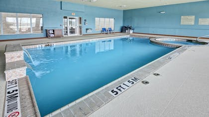 Pool | Holiday Inn Express Hotel & Suites Corsicana