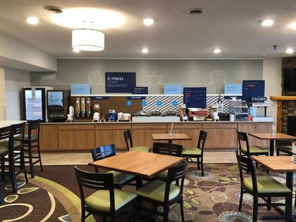 Breakfast Area | Holiday Inn Express Munising-Lakeview