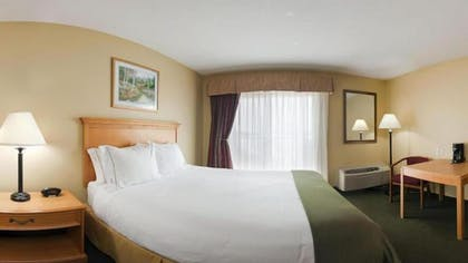 Guestroom | Holiday Inn Express Munising-Lakeview