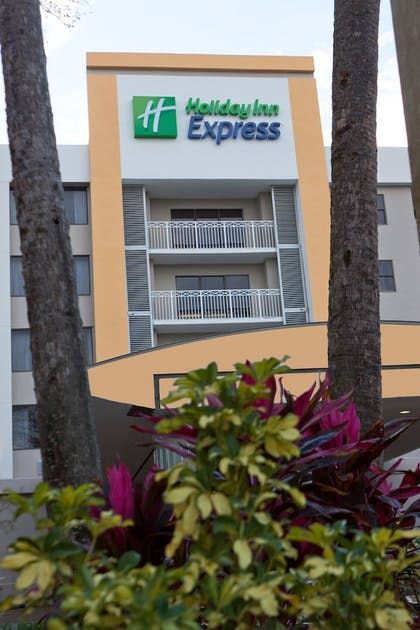Property Grounds | Holiday Inn Express Hotel & Suites Ft. Lauderdale-Plantation