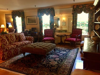 Lobby Lounge | Mid Pines Inn & Golf Club
