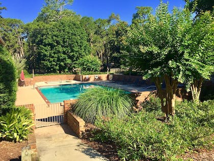 Outdoor Pool | Mid Pines Inn & Golf Club