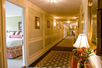 Hallway | Mid Pines Inn & Golf Club