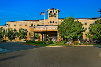 Featured Image | Oxford Suites Boise