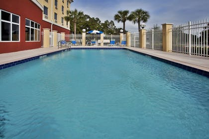 Pool | Holiday Inn Express St. Petersburg North (I-275)