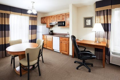 Guestroom | Holiday Inn Express Forest City