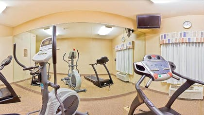 Gym | Holiday Inn Express Forest City