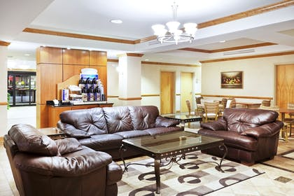 Lobby Lounge | Holiday Inn Express Forest City