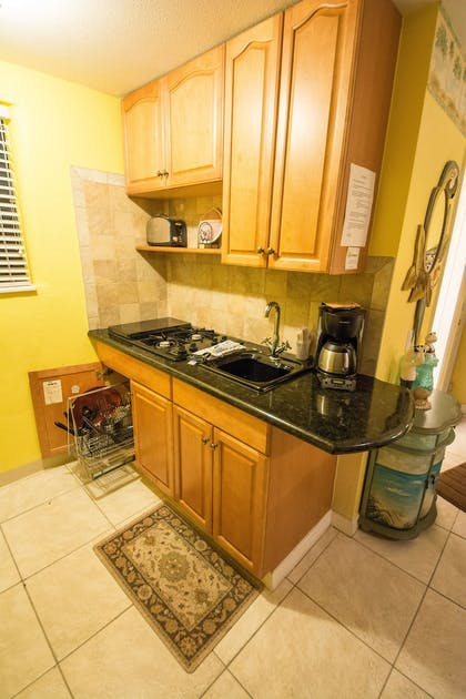 In-Room Kitchenette | Camelot Beach Suites