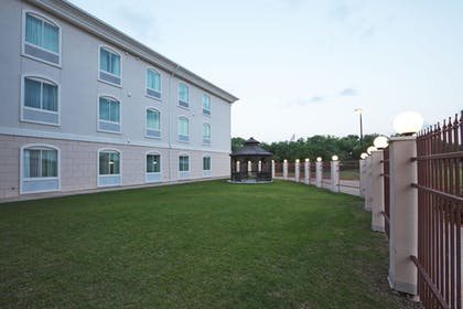 Property Grounds | Holiday Inn Express & Suites Woodward