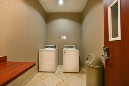 Laundry Room   Courtyard by Marriott Thousand Oaks
